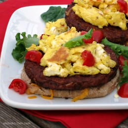 Spicy Black Bean Breakfast Burger | protein packed quick and easy healthy breakfast made in minutes!